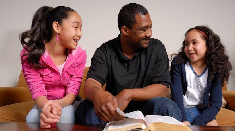 Estudio bíblico en familia