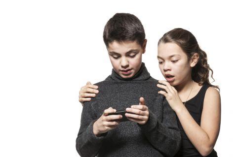 Ayudando a nuestros hijos a manejar las tragedias en las noticias