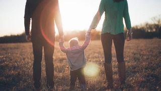 Cómo ayudar a sus hijos a desarrollar una relación con Dios
