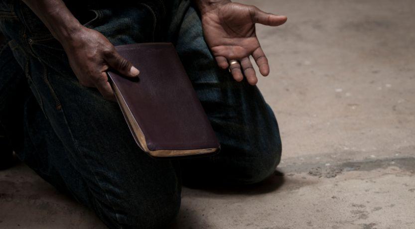 El Día de Expiación: se remueve el enemigo; reconciliación de todos con Dios