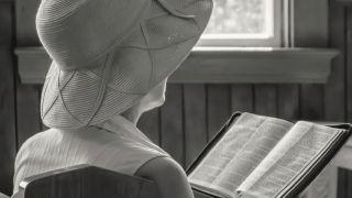 ¿Deben utilizar las mujeres sombreros o velos para cubrirse la cabeza en la iglesia?