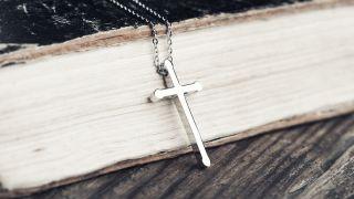 ¿Debería un cristiano usar cruces como objetos de adoración?