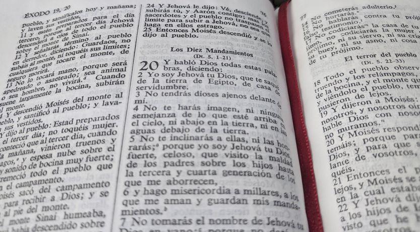 ¿Viviendo los Diez Mandamientos —o simplemente obedeciendo?